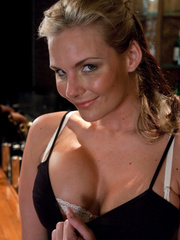 Sex machines. Phoenix Marie does a machine - Unique Bondage - Pic 1