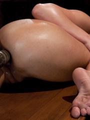 Sex machines. Phoenix Marie does a machine - Unique Bondage - Pic 8