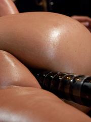 Sex machines. Phoenix Marie does a machine - Unique Bondage - Pic 9