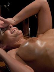 Sex machines. Phoenix Marie does a machine - Unique Bondage - Pic 15