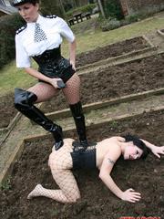 Femdom porn. Police woman Jane catches this - Unique Bondage - Pic 2