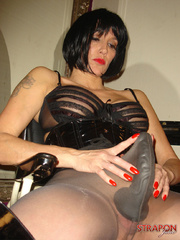 Strap ons. Tgirl and Jane licking each other - Unique Bondage - Pic 2
