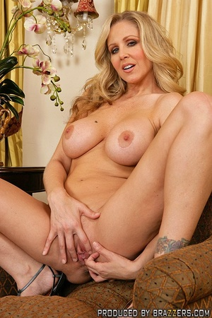 Hot milf sex. Julia Ann fucking another  - XXX Dessert - Picture 3