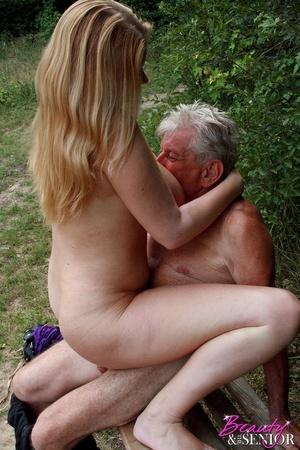 Секс дедушки и девушки фото 29536 фотография
