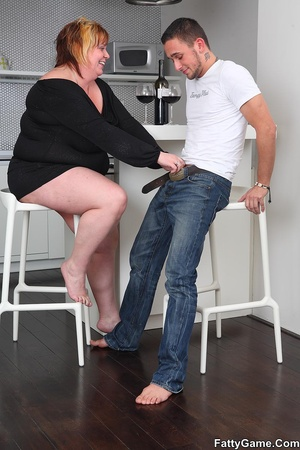 Sexy fat girls. She picks up the young m - XXX Dessert - Picture 6
