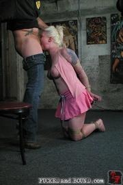 Beautiful submissive Lorelei Lee and natural - Unique Bondage - Pic 5