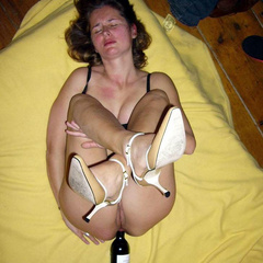 Tied and humiliated amateurs dip their toes - Unique Bondage - Pic 1