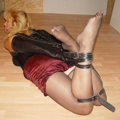 Amateur bondage hotties love the way the - Unique Bondage - Pic 3