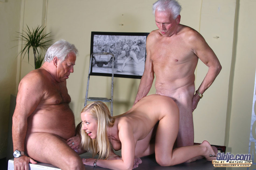 Молодая девушка и старик секс фото