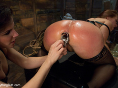 Latex Big Ass girl anal fisting and hard - Unique Bondage - Pic 5