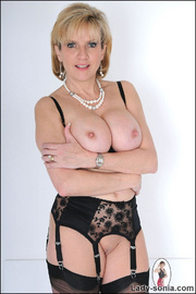 Amazing busty mature in lingerie - Unique Bondage - Pic 5