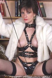 Fur latex and fishnets dominatrix - Unique Bondage - Pic 11