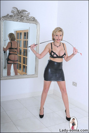 Lady sonia mature latex mistress - Unique Bondage - Pic 3