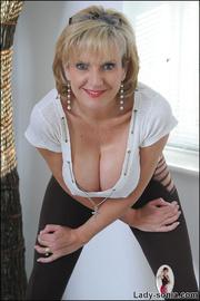 Fine ass british mature in leggings - Unique Bondage - Pic 5