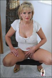 Fine ass british mature in leggings - Unique Bondage - Pic 12