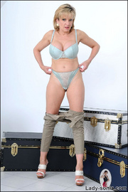 Tight jeans glamorous mature babe - Unique Bondage - Pic 11