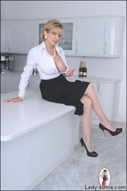 Classy long legs mature nylons wife - Unique Bondage - Pic 3