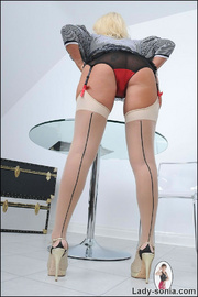 White seamed nylons british mature - Unique Bondage - Pic 11