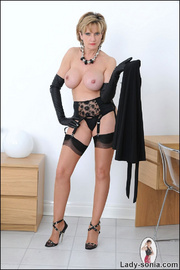 Opera gloves and nylons milf - Unique Bondage - Pic 13