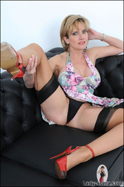 Long mature legs in sexy nylons - Unique Bondage - Pic 9