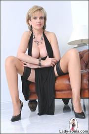 Classy british mature masturbating - Unique Bondage - Pic 4