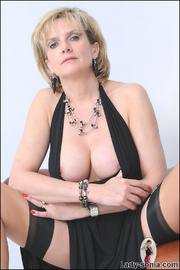 Classy british mature masturbating - Unique Bondage - Pic 5