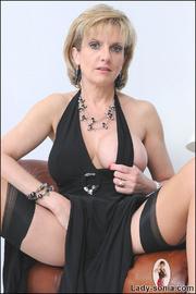 Classy british mature masturbating - Unique Bondage - Pic 7