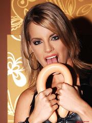 Blonde babe Lara in latex masturbating with - Unique Bondage - Pic 2