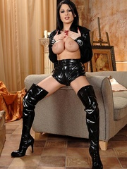 Hot young busty babe Alison shows her body - Unique Bondage - Pic 2
