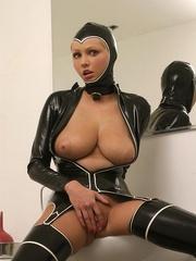 Hot Porn Star Hanna Hilton in a tight - Unique Bondage - Pic 3