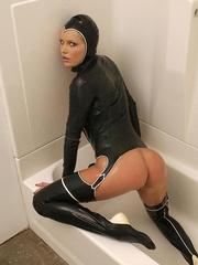 Hot Porn Star Hanna Hilton in a tight - Unique Bondage - Pic 10