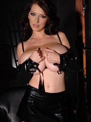Latex clad babe Merilyn shows her huge F cup - Unique Bondage - Pic 7
