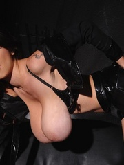 Latex clad babe Merilyn shows her huge F cup - Unique Bondage - Pic 11