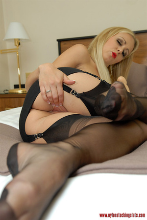 Mature blonde milf in black nylons and o - XXX Dessert - Picture 9