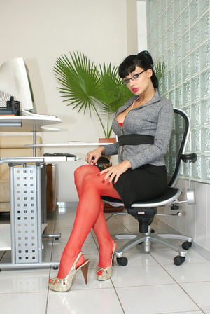 Hot office babe Aletta Ocean in red stoc - XXX Dessert - Picture 4