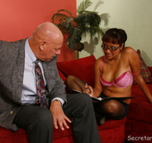 Jasmine has sex with her dirty boss