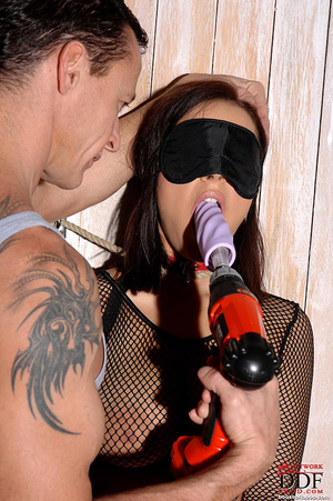 Bound Liza del Sierra gets a drill in he - XXX Dessert - Picture 9