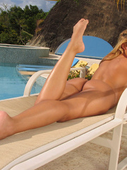 Hot blonde bathing tight pussy - Sexy Women in Lingerie - Picture 13