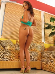 Cute babe in green dress inserts - Sexy Women in Lingerie - Picture 5