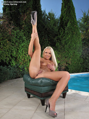 Tanning young pussy in the garden. - Sexy Women in Lingerie - Picture 11