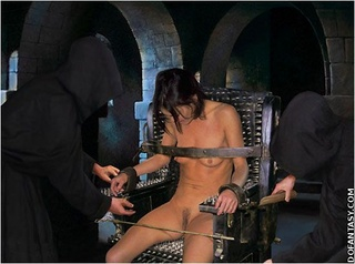 Bondage toons. Slave girl tortured on the spiked cahir!
