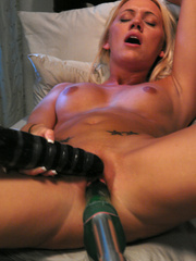 Her pussy eats several women fucking - Unique Bondage - Pic 13