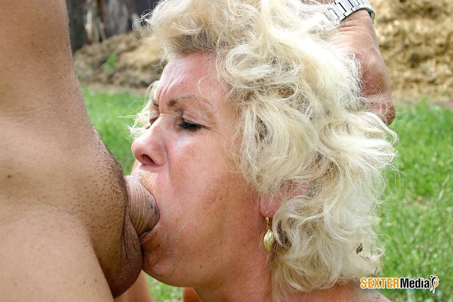 Sloppy deepthroat blowjobs