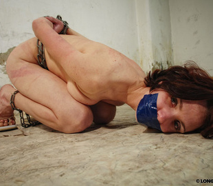 Petite brunette bimbo can't stand pain from - Unique Bondage - Pic 1