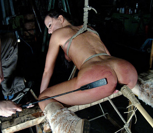 Sexy shaped slaved girl gets her pussy - Unique Bondage - Pic 1