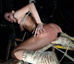 Sexy shaped slaved girl gets her pussy - Unique Bondage - Pic 4