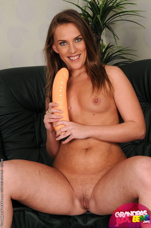 Teen porn. Bitch Maria gets fisted and f - XXX Dessert - Picture 2