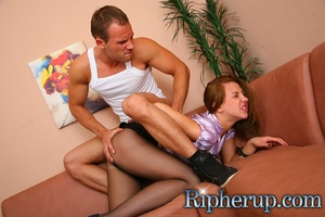 Deliveryman gets horny when hot secretar - Picture 7