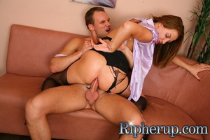 Deliveryman gets horny when hot secretar - Picture 13