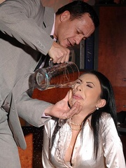 Made her drink men pissing and pee herself - Unique Bondage - Pic 3
